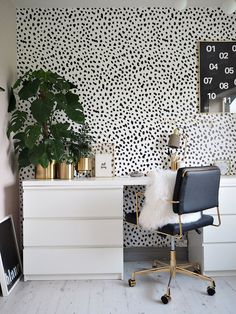I've Gone Spotty Mad – Home Office Wallpaper Home Office Space, Home Office Design, Home Office Decor, Office Furniture, Home Decor, Salon Interior Design, Interior Design Wallpaper, Aesthetic Room Decor, Freundlich