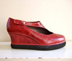 Dutch Designer Jan Jansen wedge shoes van ladybakelite op Etsy, €99.00