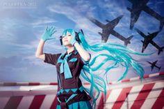 Buta-kun : Hatsune Miku from Vocaloid - Love is War in Otaku House Cosplay Idol 2012