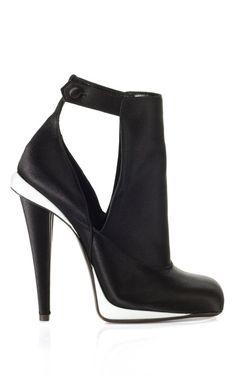 Fendi #shoe #style #blackwhite