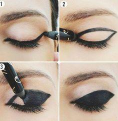 Göz kapağına kalın göz kalemii nasıl çekilir? - Resimli Anlatımı Gözlere kalın kalem çekmek için ki, göz kapağının tamamına çekilecek olan bu makyaj şekli için resimlerde adım adıl nasıl yapıldığı gösterilmiştir. İlk olarak göz kapağının bitim yerinden bir çerçeve çizerek iç kısmını kirpiklerin başlangıç noktalarına kadar boyanacak.