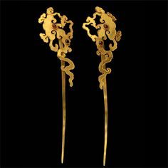 A Pair Of Gold And Ruby Hairpins, Chinese Ming Dynasty Century - Luxe Fashion New Trends - Fashion for JoJo China Jewelry, Jade Jewelry, Rose Gold Jewelry, Gold Jewellery, Mens Gold Jewelry, Vintage Jewelry, Chinoiserie, Crystal Drawing, Stone Age Art