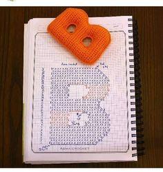 Crochet and Cia: Crochet Amigurumi Alphabet - Graphic Crochet Diy, Crochet Motifs, Crochet Amigurumi, Crochet Diagram, Crochet Chart, Crochet Home, Amigurumi Patterns, Crochet Stitches, Crochet Patterns