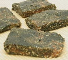 Spirulina Energy Bars - I'd add cocoa, maybe vanilla extract too, to lend some extra color and flavor.
