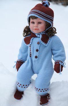 Hübsche Kleidung für Puppen- Klein-Lasse in blau und braun,- in rosa gestrickt, ist es super für LOTTE