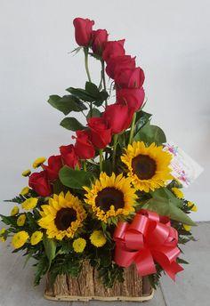 Rosen Arrangements, Sunflower Arrangements, Large Flower Arrangements, Flower Arrangement Designs, Balloon Flowers, Paper Flowers, Flower Wreath Funeral, Happy Birthday Flower, Flower Boxes