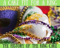 A king cake is a unique type of cake traditionally made twice a year. The cake symbolizes the three wise men or Kings who brought presents to baby Jesus. Types Of Bread, Types Of Cakes, Chocolate Donuts, Chocolate Recipes, King Cake Tradition, King Cake History, King Cake Recipe, New Orleans Recipes, Haitian Food Recipes