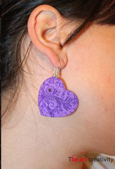Orecchini in gomma crepla con incisione floreale. #orecchini #viola #incisione #gommacrepla #fattoconilcuore #flower #fiori #love #amore
