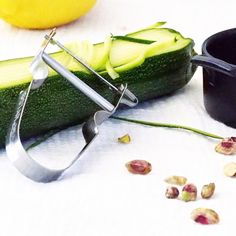 Raw zucchinipasta with nettle pesto from SuperLemon blog  http://superlemon.fi/blogi/
