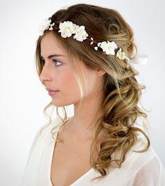 Coiffures+mariage+cheveux+mi-longs+-+Couronne+de+fleurs