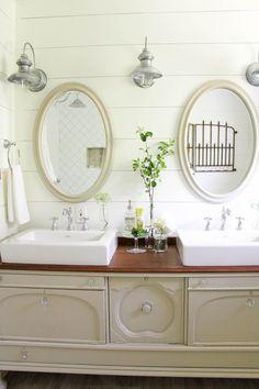 One Room Challenge: Farmhouse Bathroom <3