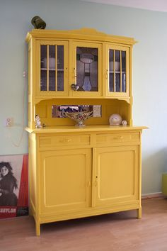 Onze Suus_binnenkijken Lonneke gele kast