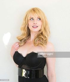 Actress Melissa Rauch is photographed for Fhm Uk on September 2014 in Los Angeles, California. Get premium, high resolution news photos at Getty Images Melissa Rauch, Beautiful Celebrities, Beautiful Actresses, Gorgeous Women, Bachelor Of Fine Arts, True Blood, Big Bang Theory, Tv Girls, Celebrity Crush