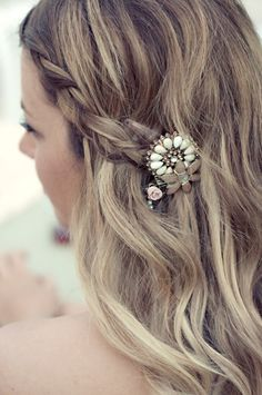 The perfect alternative to the formal bridal updo braids are ideal for creating a little interest in long and loose hair, and for creating a relaxed boho bridal style, which would be beautiful for a beach babe. Best Wedding Hairstyles, Bride Hairstyles, Pretty Hairstyles, Vintage Hairstyles, Beautiful Braids, Pretty Braids, My Hairstyle, Hair Affair, Bridal Updo