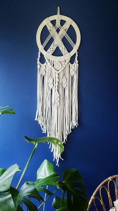 Macrame Design, Macrame Art, Macrame Projects, Macrame Wall Hanging Patterns, Macrame Patterns, Rock Crafts, Arts And Crafts, Diy Crafts For Teen Girls, Small Canvas Art