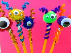 Make homework a little more fun with these Pom Pom Monsters Pencil Toppers! They& easy to make and the possibilities are endless! Craft Projects For Kids, Fun Crafts For Kids, Craft Kits, Preschool Crafts, Art For Kids, Arts And Crafts, Back To School Crafts For Kids, Pencil Topper Crafts, Pencil Crafts