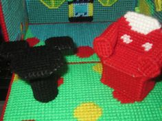 this mickey mouse inspired cottage is adoreable with its brght colors and cute decoratons..great for boys and girls. folds up for take along fun.even room to store those fgures and extra toys..