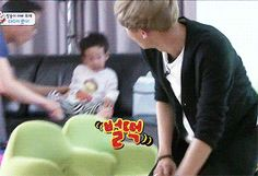 KBS2 The Return of Superman| Baekhyun and Chanyeol playing with the twins [3/3]
