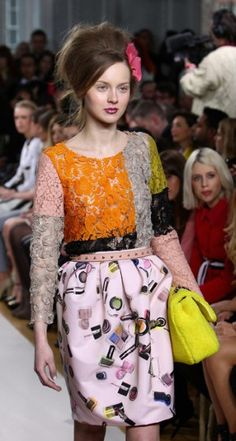 The backcombed #beehive from the 60s made an appearance at Moschino Cheap and Chic.