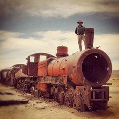 Cementerio de trenes #uyuni #potosi #bolivia #train #clouds #nubes #trenes #Padgram