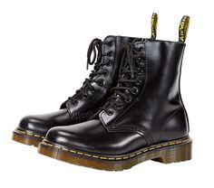 Nilson Shoes, 2. krs. Naisten Dr.Martens maiharit 149 €.