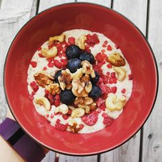 Happy Monday lovelies! Coconut porridge with berries and nuts is what's on the menu today and it's a fan way to start off week 2!! It's not a very nice day down here in little old Dunedin which is a bummer cause I won't be able to get my steps in. Hit me with your favourite exercises/exercise video for when you're stuck inside if love some inspiration  #10weekchallengenz