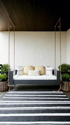 Here are printable plans for this sleek and stylish porch swing bed! Diy Furniture Couch, Diy Furniture Plans, Outdoor Furniture, Accent Furniture, Diy Swing, Diy Porch, Porch Ideas, Diy Patio, Patio Ideas