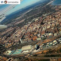 """#Repost @jomaseba  """"Imagina que puedes sobrevolar todas las ciudades del mundo. Cada lugar tendrá un encanto particular que te dejará con ganas de más. Pero te pierdes tantas y tantas cosas si no deseas profundizar en ellas... Algo similar ocurre con el ser humano. Puedes dejarte llevar por un físico y resultarte suficiente. Sin embargo cuando empiezas a conocer a alguien de verdad puedes llegar a enamorarte. Disfruta de todo"""". #valencia #fly #comunitatvalenciana #asies_valencia…"""