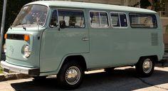 Volkswagen Kombi 1982. Única, 12.800 km. reales, único dueño, pintura 100% original de fábrica. No restaurada. Las cinco cubiertas originales, nunca tubieron pinchaduras. Sólo coleccionistas.  http://www.arcar.org/volkswagen-kombi-1982-53065