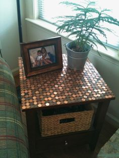 Penny table Crystal I'm inspired Pennies Crafts, Penny Table Tops, Penny Decor, Furniture Makeover, Diy Furniture, Decor Crafts, Diy Home Decor, Coin Crafts, Homemade Tables