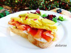 Blog de cuina de la dolorss: Tostada crujiente con salmón y tortilla