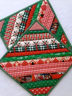 "Quilted Christmas Strip Pot Holders / Hot Pads / Trivets / Mug Rug / Candle Mats – 9-1/2"" x 9-1/2"" – Set of 2 by DocksideDesigns on Etsy Read at : diyavdiy.blogspot.com"