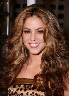 Shakira has gorgeous golden brown hair
