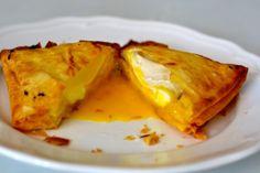 Huevo frito con pasta brick Huevos Fritos, Pasta, Brick, Mexican, Ethnic Recipes, Food, Essen, Bricks, Eten