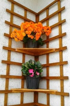 Small Garden Design, Shelf Design, Tiny House Plans, Small Gardens, Garden Landscaping, Ladder Decor, Woodworking Projects, Planter Pots, Floral Wreath
