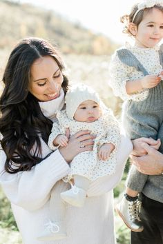 Elza Photographie - Toronto family photographer Fall Family Outfits, Fall Outfits, Film Photography, Maternity Photography, Photography Ideas, Family Posing, Mommy And Me, Family Photographer, Style Guides