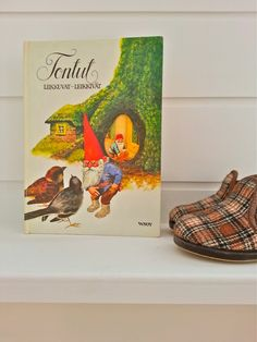 """Sunny Side School"" – Gnomes book from the 70's and children-size reedition of Finnish slippers ""Reino"". (Photo: Katja K.) ⎮ recyclie.blogspot.fi"