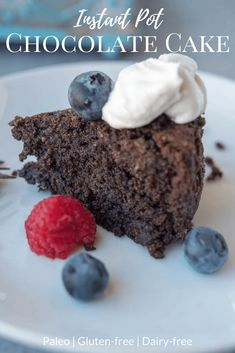 This Instant Pot Chocolate Cake is delicious and not dry at all! Paleo, gluten-free, dairy-free and divine! Paleo Recipes, Real Food Recipes, Yummy Food, Free Recipes, Cooker Recipes, Instant Recipes, Yummy Eats, Fun Food, Soup Recipes