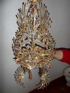 trajes decomparsa Carnival Dress, Diy Carnival, Carnival Outfits, Carnival Themes, Carnival Costumes, Fire Crown, Samba Costume, Head Jewelry, Fantasy Costumes