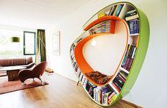 Удобный стеллаж-лестница, невидимая подставка и полка, встраиваемая в мебель – в сегодняшнем обзоре самые удобные способы хранения бумажных книг