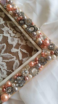 Photo frame designed using beautiful Jewelry with Clear Rhinestones Photo Frame Design, Medium Art, Vintage Looks, Mixed Media Art, Jewels, Diy, Beautiful, Decor, Do It Yourself