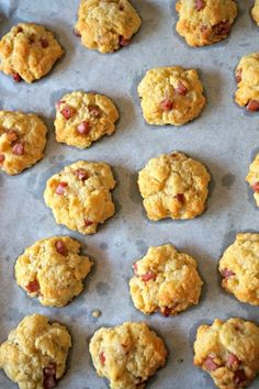Savory ham biscuits, an aperitif in 5 minutes! Gluten Free Puff Pastry, Puff Pastry Recipes, Appetizer Recipes, Dessert Recipes, Dessert Dips, Recipes Dinner, Clean Eating Snacks, Easy Desserts, Finger Foods