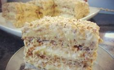 Тесто:На каждый корж : 3 белка2.5 ст.л. сахара1/2 ст.л. мукикакую муку выбрать? мы подскажем50 гр. молотого ореха (грецкого или фундука). Всего таких трикоржа,т.е.указанные ингредиенты берём по 3 ра…