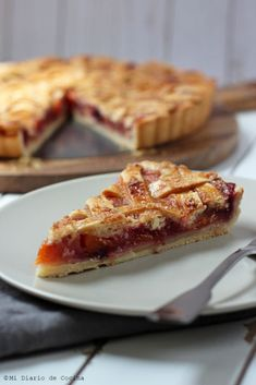 If you want to treat yourself, this recipe of German-Style Plum and Peach Pie is perfect to go with a coffee or tea, or also as a dessert. Plums And Peaches, Canned Peaches, Food Print, Great Recipes, French Toast, Bakery, Vanilla, Rolls, Cookies