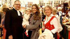 Prinzessin Madeleine läutet mit ihren Landsleuten und Töchterchen Leonore die Weihnachtszeit ein.