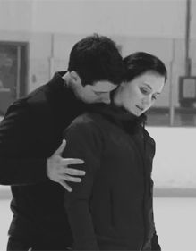 An exclusive look as ice dancers Tessa Virtue and Scott Moir prepare a new show number for Stars on Ice. Virtue And Moir, Tessa Virtue Scott Moir, Ice Skating, Figure Skating, World Sports News, Tessa And Scott, Olympic Athletes, Ice Dance, Sports Stars