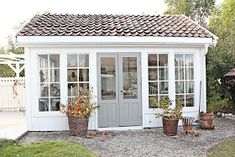 48 Amazing Backyard Studio Shed Design Backyard Office, Backyard Playhouse, Backyard Studio, Backyard Sheds, Backyard Landscaping, Garden Office, Backyard Bar, Home Garden Design, Shed Design