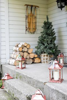 Porch Christmas Tree, Front Door Christmas Decorations, Cozy Christmas, Country Christmas, Christmas Crafts, Holiday Decor, Winter Porch Decorations, Christmas Entryway, Christmas Manger