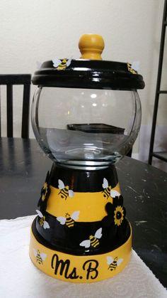 Flower Pot Art, Clay Flower Pots, Flower Pot Crafts, Clay Pot Projects, Clay Pot Crafts, New Crafts, Painted Clay Pots, Painted Flower Pots, Autism Crafts