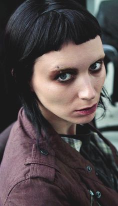 Rooney Mara is the star of David Fincher's The Girl With The Dragon Tattoo. Her hair look for 'Dragon Tattoo' was created by catwalk hairstylist Danilo. Dragon Tattoo Rooney Mara, Chica Punk, Lisbeth Salander, Noomi Rapace, Girl Short Hair, Portraits, Pretty Face, Girl Crushes, Alien Vs Predator